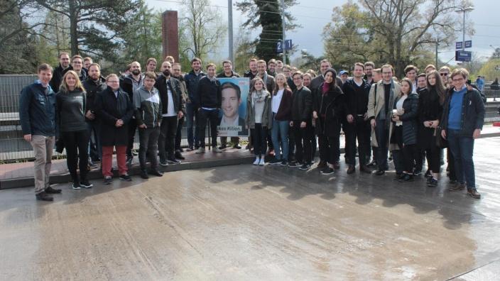 60 JUler beim Tür zu Tür Wahlkampf in Reinbek